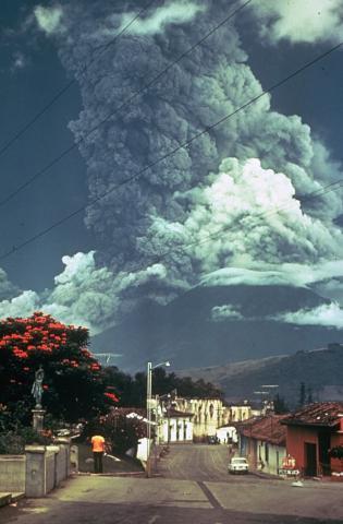 Volcan_de_Fuego_October_1974_eruption